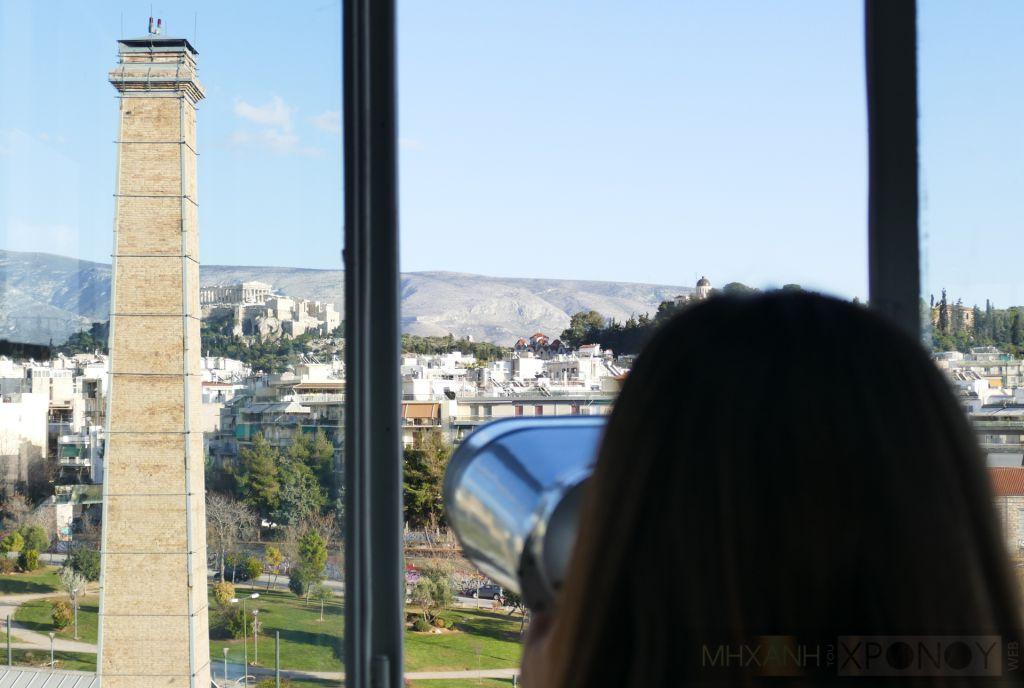 Ο Πύργος στην Τεχνόπολη φτάνει τα 30 μέτρα ύψος και έχει κυάλια για να παρατηρήσεις ό,τι πετά και περπατά στην Αθήνα. Η θέα από το πρώτο παρατηρητήριο της πόλης στο Γκάζι