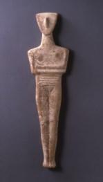 Ειδώλιο γυναικείας μορφής κανονικού τύπου (παραλλαγή Δωκαθισμάτων) λίθος Κυκλαδικό Πρωτοκυκλαδική ΙΙ περίοδος - φάση Σύρου 2800-2300 π.Χ.