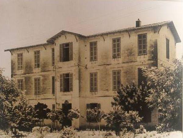 Σεβαστοπούλειο, κτίριο του 1890 το οποίο ανεγέρθηκε από τον επιχειρηματία Κ. Σεβαστόπουλο.