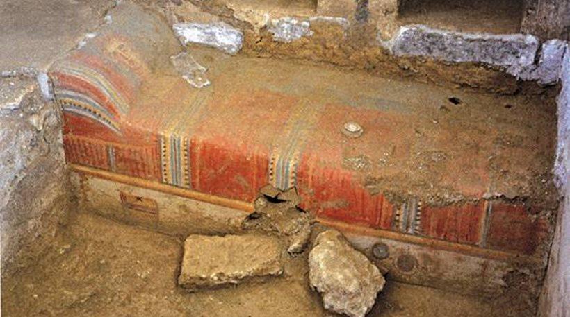 Ο τάφος χρονολογείται στον 3ο μ. Χ. αιώνα και έχει διαστάσεις 2,40 Χ 2,30 μ