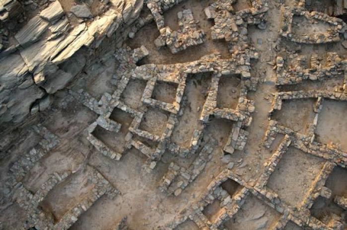 Η έκτασή το οικισμού ήταν μεγάλη και υπολογίζεται στα έντεκα στρέμματα Μεταξύ άλλων, διέθετε και σύστημα απορροής των ομβρίων υδάτων φωτογραφία, Υπουργείο Πολιτισμού