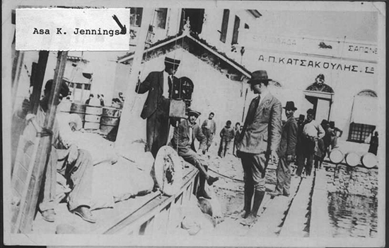 O Έιζα Τζένιγκς στην προβλήτα της Μυτιλήνης, φωτογραφικό αρχείο Ρότζερ Τζένιγκς