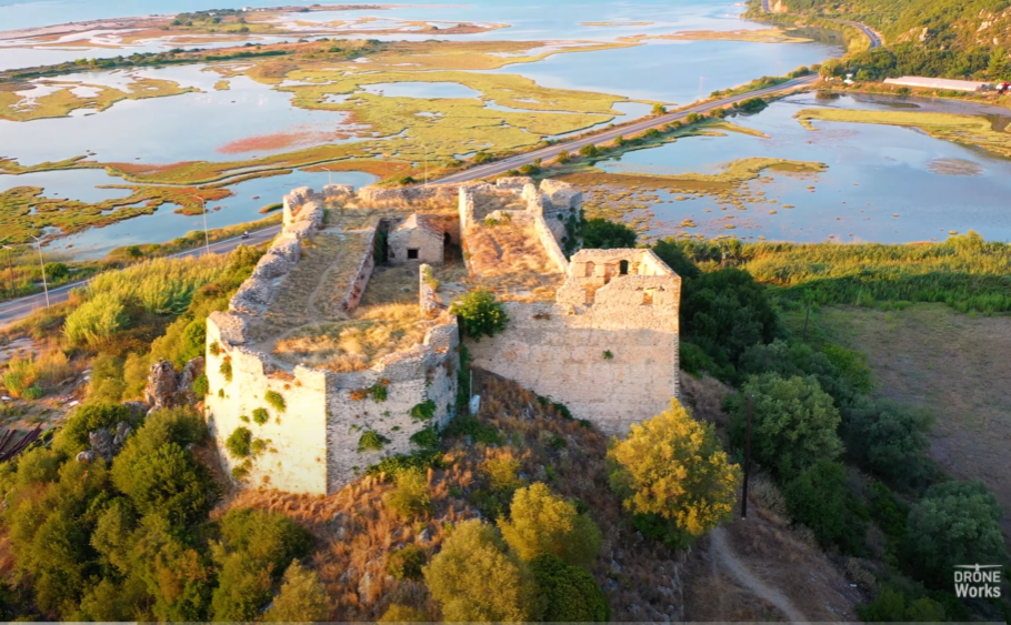 Το φρούριο του Τεκέ με την μοναδική θέα στο Ιόνιο. Το έχτισε ο Αλή Πασάς κοντά στη Λευκάδα με σκοπό την κατάληψη των νησιών. Γιατί ονομάστηκε κάστρο Γρίβα