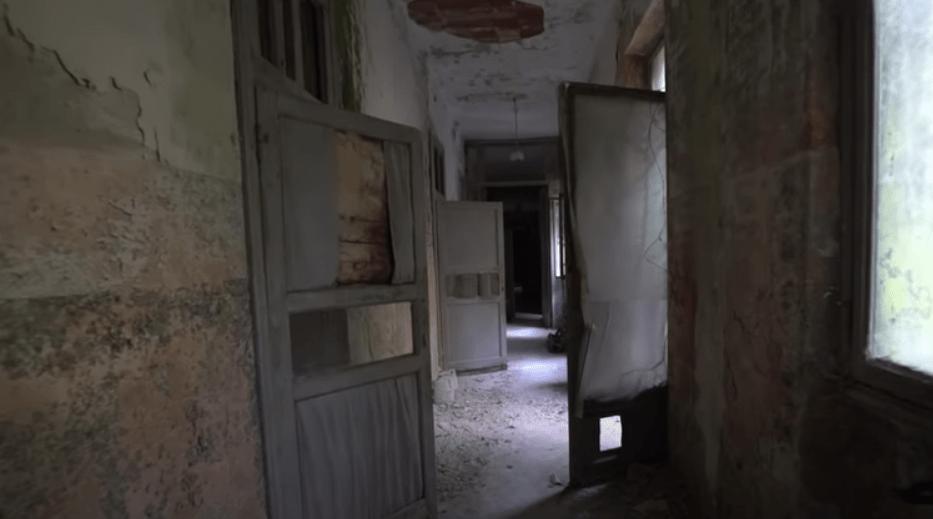 """Το """"μέρος χωρίς επιστροφή"""". Το ψυχιατρείο με τους τοίχους γεμάτους από σχέδια τροφίμων που προσπαθούσαν να επιβιώσουν από τα ηλεκτροσόκ και τις λοβοτομές (φωτο)"""
