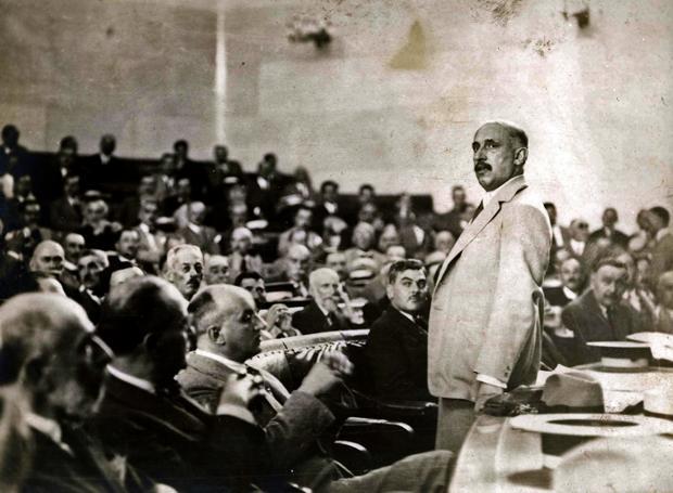 """""""Αποκλειστικότητα καταγωγής και καθαρότητα αίματος υπάρχει μόνο εις τη φαντασία των ανθρώπων"""". Ο Αλ. Παπαναστασίου επέκρινε τη γερμανική μεγαλομανία και προέβλεψε την άνοδο του Ναζισμού"""