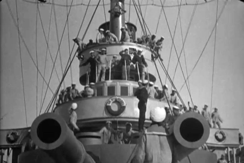 Η ιστορική ανταρσία στο Θωρηκτό Ποτέμκιν, που έγινε ταινία από τον Σεργκέι Αϊζενστάιν, ξεκίνησε για το χαλασμένο συσσίτιο. Οι ναύτες σκότωσαν 7 απ' τους 18 αξιωματικούς και κατέφυγαν στη Ρουμανία