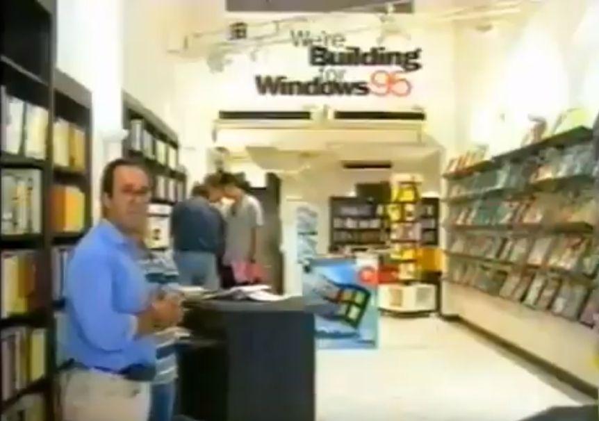 """""""Το ίντερνετ το ξέρεις; Ακουστά το έχω"""". Δείτε τι απαντούσαν οι πελάτες και οι πωλητές στα καταστήματα ηλεκτρονικών ειδών το 1995 (βίντεο)"""