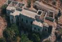 Ο θρύλος του χαμένου θησαυρού στο εγκαταλελειμμένο μοναστήρι της Νάξου. Το έχτισαν Ιησουίτες και το κατοίκισαν διαφορετικά τάγματα μοναχών (drone)