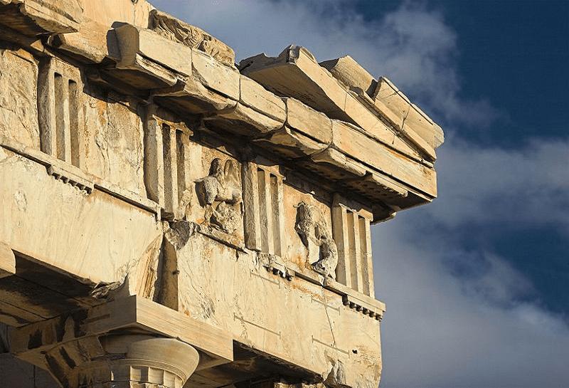 Η ιστορία της κλοπής της μετόπης του Παρθενώνα που θα μας… δανείσουν οι Γάλλοι για τους εορτασμούς των 200 χρόνων από την Επανάσταση του 1821. Γάλλος αρχαιοκάπηλος την πήρε από την Ακρόπολη πριν τον Έλγιν