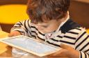 Ο εθισμός των παιδιών στο διαδίκτυο αυξάνεται την περίοδο των Χριστουγέννων. Ορισμένοι έφηβοι χάνουν τη λίμπιντο, πρήζονται τα πόδια τους και αντιμετωπίζουν ψυχολογικά προβλήματα