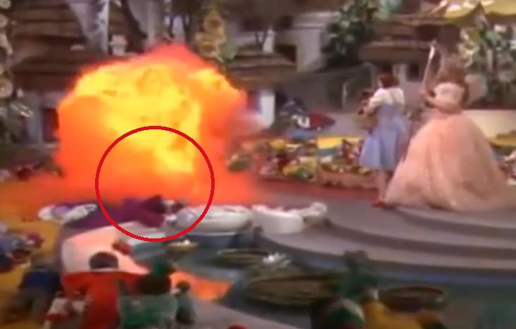 """Το ατύχημα στα γυρίσματα του «Μάγου του Οζ». Η """"κακιά μάγισσα"""" έπαθε εγκαύματα 3ου βαθμού και η 16χρονη πρωταγωνίστρια κάπνιζε 4 πακέτα τσιγάρα την ημέρα!"""