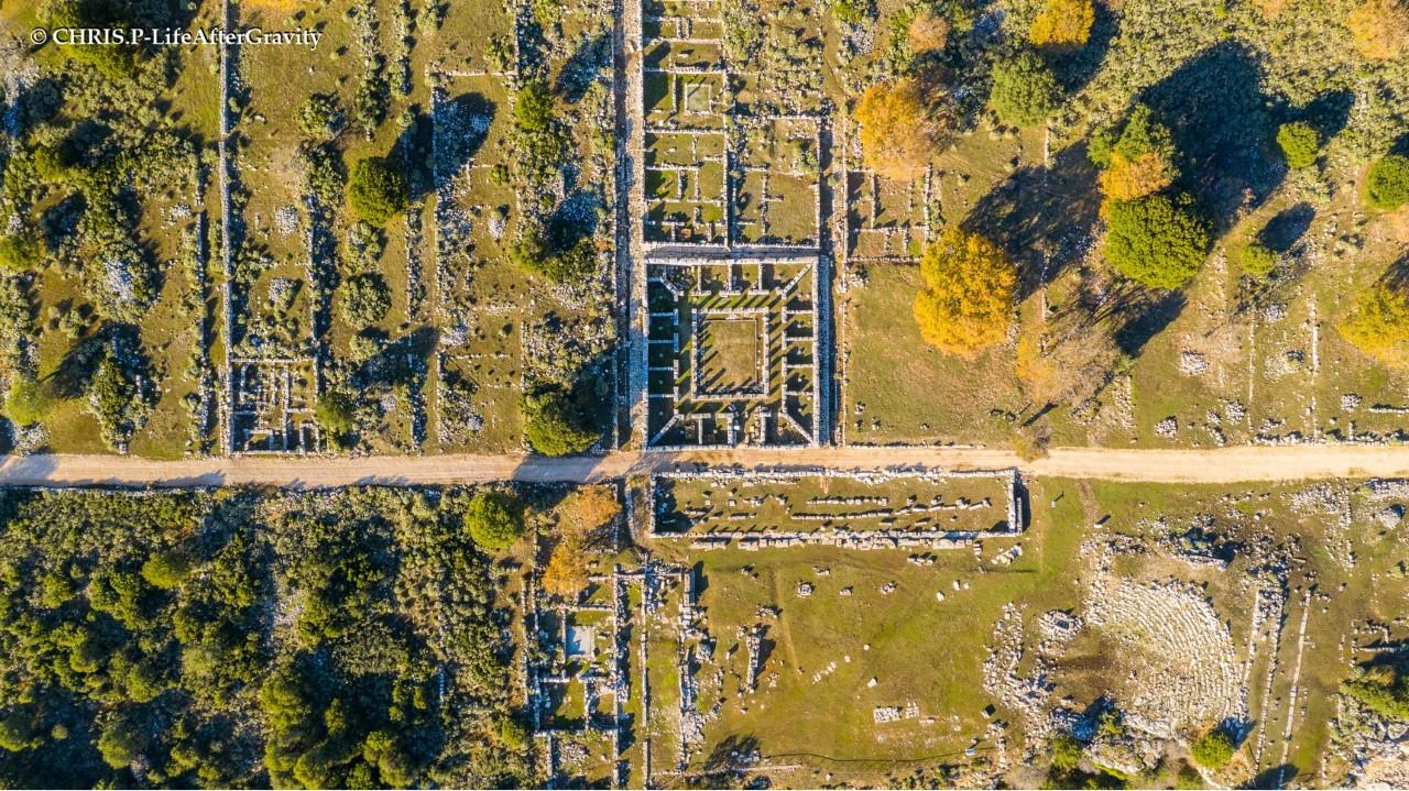 Κασσώπη, το ελληνικό Μάτσου Πίτσου. Η αρχαία πόλη της Ηπείρου που συμμάχησε με τον Μέγα Αλέξανδρο και πολέμησε μέχρι τα βάθη της Ασίας. Δείτε την πόλη από ψηλά