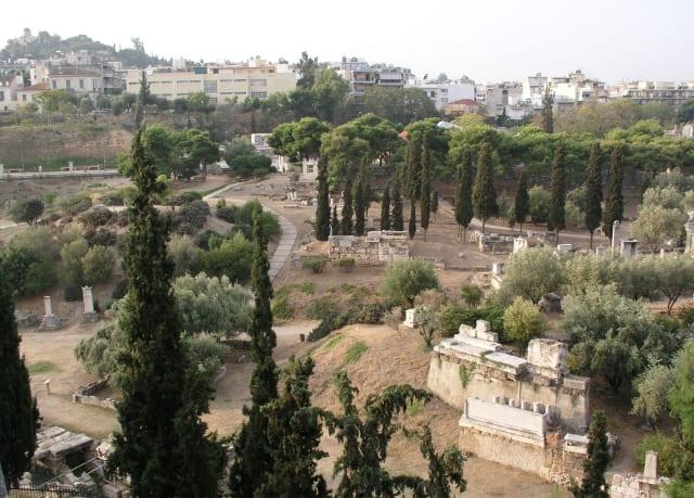 Οι νόμοι για την εξάλειψη της «μαύρης μαγείας» στην Αρχαία Αθήνα. Πώς έστελναν κατάρες και ξόρκια με την βοήθεια των πηγαδιών. Τα ευρήματα στον Κεραμεικό