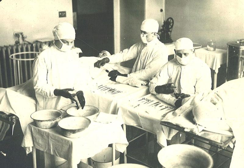 """Οι περισσότεροι τραυματίες στον Α΄ παγκ. πόλεμο πέθαιναν από την αιμορραγία. Ο γιατρός που ανακάλυψε την μετάγγιση αίματος και έσωσε χιλιάδες ζωές. Ακολούθησε η """"τράπεζα"""""""