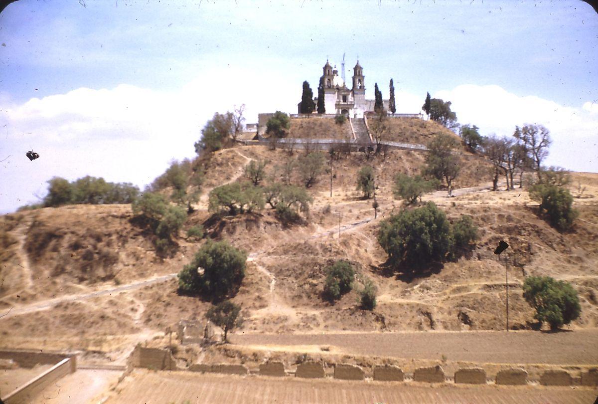 """Η μεγαλύτερη πυραμίδα στον κόσμο δεν βρίσκεται στην Αίγυπτο. Είναι """"καμουφλαρισμένη"""" ως λόφος και στην κορυφή έχει εκκλησία. Γιατί το εσωτερικό δεν έχει ακόμα εξερευνηθεί"""