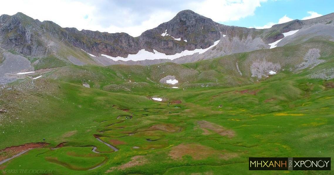 Δείτε από πού πηγάζει ο Αχελώος. Αυτοψία στο πιο διάσημο αλπικό οροπέδιο της χώρας. Η δρακόλιμνη Βερλίγκα με τα εντυπωσιακά ρυάκια που θυμίζουν φίδι