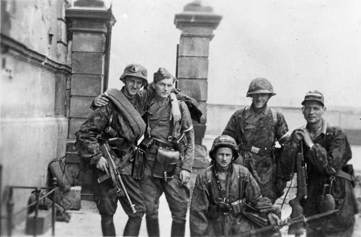 Ο Πολωνός δημοσιογράφος που μετά τον πόλεμο καταδικάστηκε σε θάνατο και έμεινε στο ίδιο κελί με δύο εγκληματίες των SS. Ο ένας είχε υπηρετήσει στην Ελλάδα
