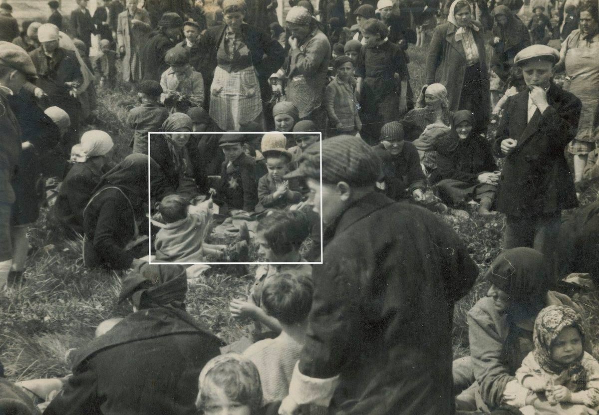 Το παιδάκι που κρατούσε ένα λουλούδι στο Άουσβιτς. Η φωτογραφία που τράβηξαν οι Γερμανοί λίγο πριν την εξόντωσή του