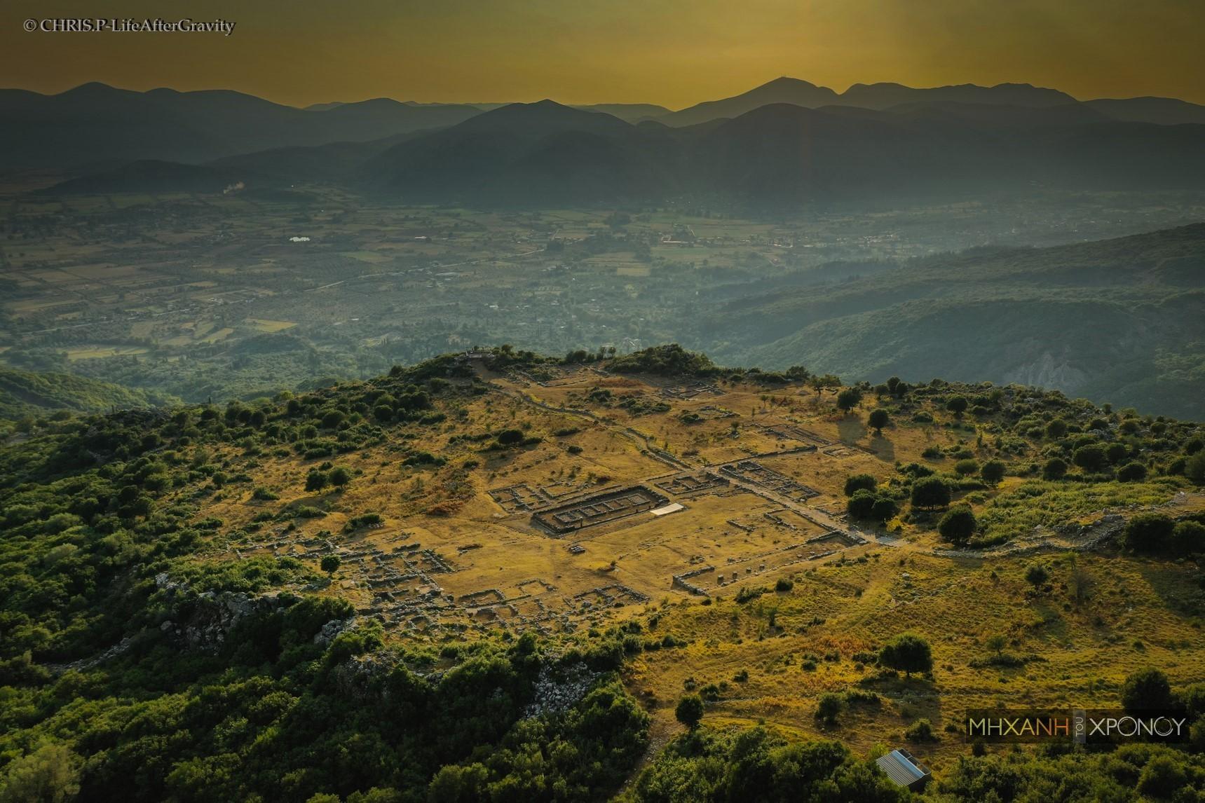 Δείτε από ψηλά την άγνωστη Aκρόπολη της Θεσπρωτίας που ξέρουν μόνο οι μυημένοι. Ποια ήταν η Αρχαία Ελέα που είχε ωδεία, σχολεία και θέατρο για 4.000 θεατές (drone)