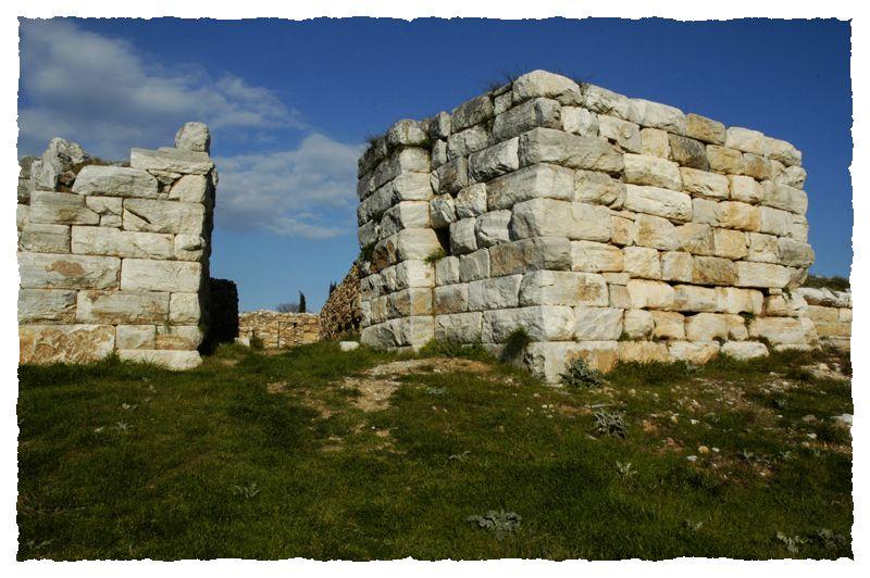 Τα άγνωστα οχυρά της αρχαίας Αθήνας που βρίσκονται δίπλα μας. Η σημασία της περιφερειακής άμυνας από το Σούνιο μέχρι τα Βόρεια προάστεια. Ποια σώζονται (φωτο)