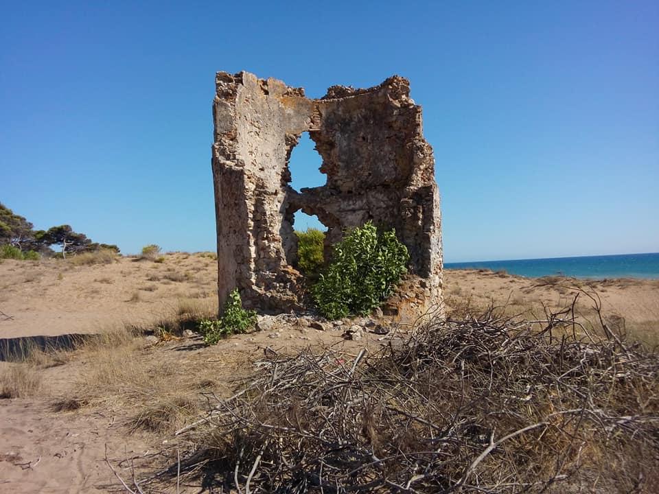 Καζάρμα, ο παραθαλάσσιος πύργος της Ηλείας που κινδυνεύει με κατάρρευση. Ήταν μέρος της παράκτιας οχύρωσης στην Φραγκοκρατία και εμπόδιο στους πειρατές