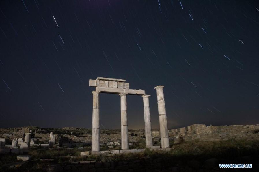 Η Δήλος την νύχτα φωτίζεται μόνο από τα αστέρια. Το νησί μνημείο κάποτε φιλοξενούσε 30.000 κατοίκους και σήμερα απαγορεύεται η παραμονή μετά την δύση (φωτό)