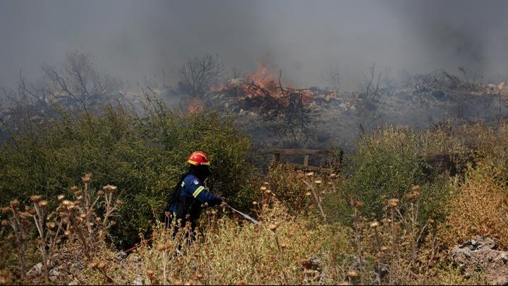 Βελτιωμένη η εικόνα της πυρκαγιάς στη Δροσιά Αχαΐας. Οριοθετήθηκε η φωτιά στην Ελεκίστρα