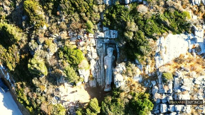 Ο αφημένος «Κούρος του Απόλλωνα» στη Νάξο που οι τουρίστες ποδοπατούν για μια φωτογραφία. Το μυστηριώδες αρχαίο άγαλμα μήκους 10,7 μέτρων που είναι λαξεμένο πάνω στον βράχο