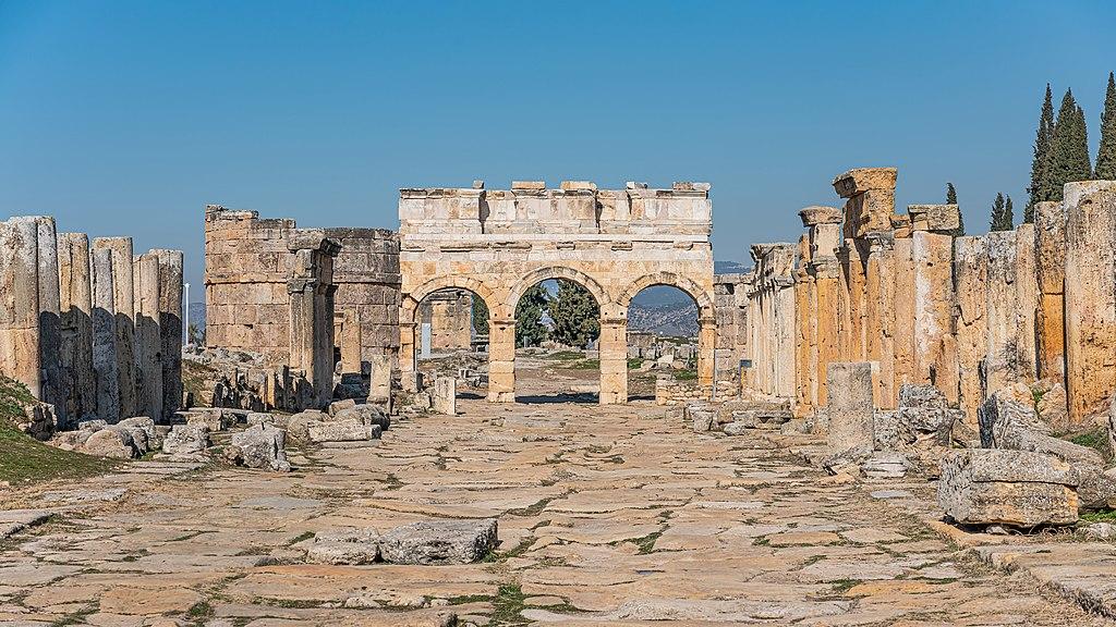 Η τρίτη πύλη του Άδη του αρχαίου κόσμου βρίσκεται στην Μικρασία. Γιατί την θεωρούσαν θανατηφόρα και πως οι αρχαιολογικές ανασκαφές επιβεβαίωσαν τους ισχυρισμούς