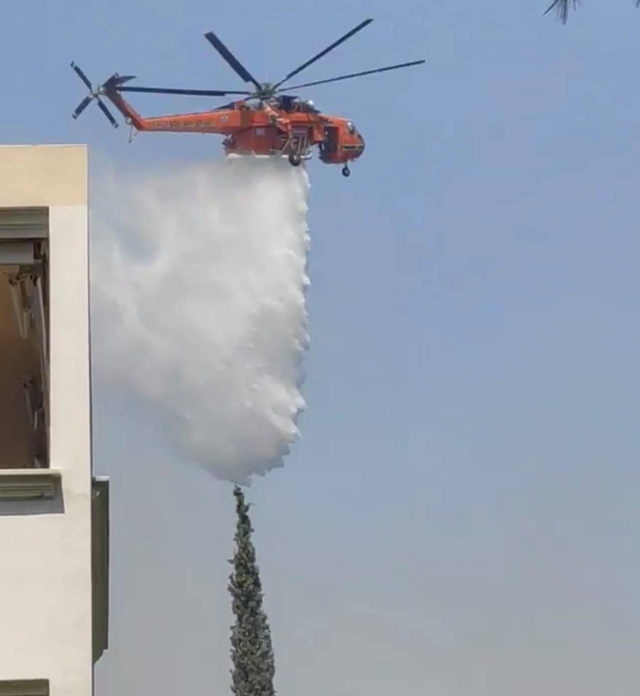 Φωτιά σε Σταμάτα, Ροδόπολη, Διόνυσο. Δύσκολες ώρες με τις φλόγες ανάμεσα στα σπίτια. Η επείγουσα ειδοποίηση στα κινητά από την πολιτική προστασία