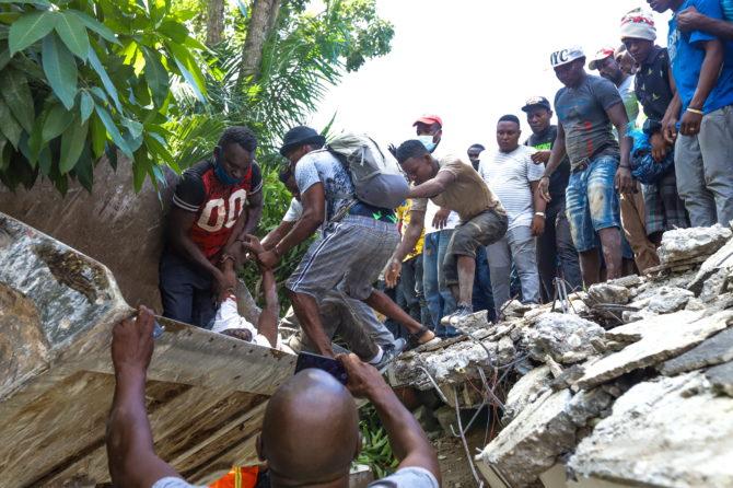 Αϊτή. Στους 724 εκτοξεύθηκε ο αριθμός των νεκρών από το σεισμό – Πάνω από 2800 τραυματίες