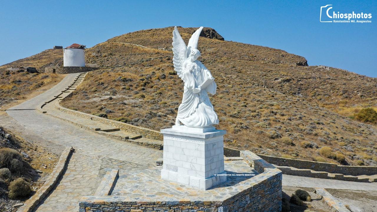 Τα Ψαρά απέκτησαν τη δική τους Δόξα – Το άγαλμα 4 μέτρων που στέκει επιβλητικό στη Μαύρη Ράχη (βίντεο drone)