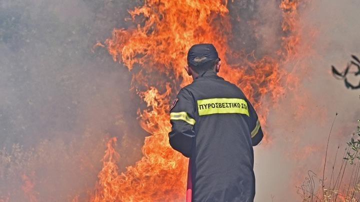 Η Ενωση Ποινικολόγων ζητά κατεπείγουσα έρευνα για τις πυρκαγιές από Ειδικό Εφέτη Ανακριτή