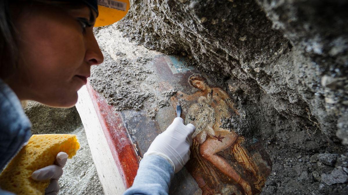 """Αρχαιολόγοι ανακάλυψαν τον """"καλύτερα διατηρημένο νεκρό"""" της Πομπηίας. Στο φως και ελληνική επιγραφή (φωτο)"""