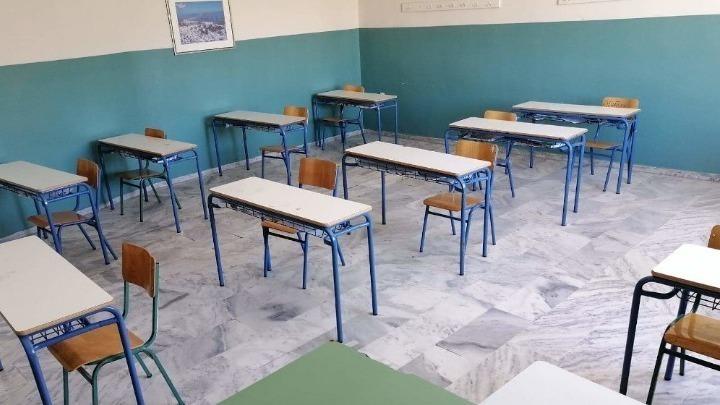 Υπέβαλε μήνυση και ζητά 2,7 εκατ. ευρώ στη διευθύντρια-Ο πατέρας πήγε χωρίς το παιδί στο σχολείο