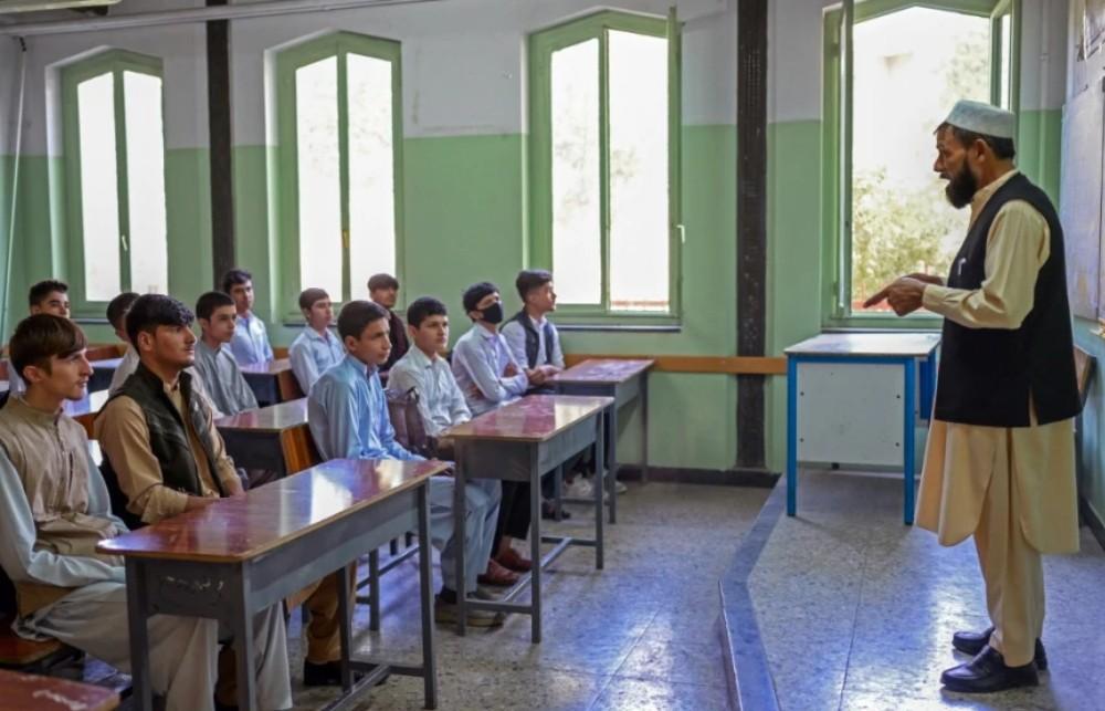 Οι Ταλιμπάν άνοιξαν τα σχολεία μόνο για τα αγόρια στο Αφγανιστάν. Έκκληση της UNESCO και για τα κορίτσια