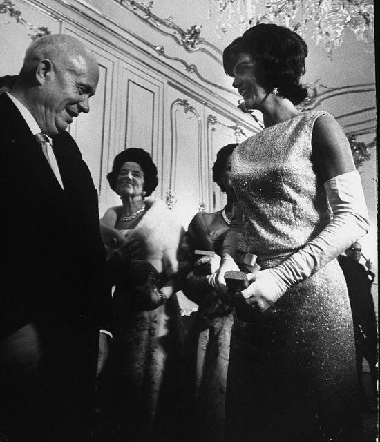 """Όταν ο Νικίτα Χρουτσώφ γνώρισε την Τζάκυ Κέννεντυ. Ποιος είπε ότι έκανε σαν """"ερωτευμένο σχολιαρόπαιδο"""""""