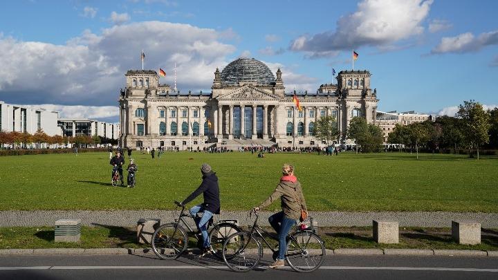 """""""Θρίλερ"""" με τις γερμανικές εκλογές. Στο 35% οι αναποφάσιστοι – Ισόπαλοι Σοσιαλδημοκράτες και Χριστιανοδημοκράτες"""