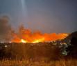 Φωτιά στη Νέα Μάκρη – Εκκενώνονται οι οικισμοί Λιβίσι και Άγιος Εφραίμ – Πληροφορίες ότι κάηκαν σπίτια