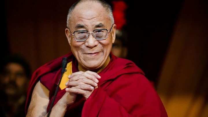 Ο Δαλάι Λάμα στηρίζει την προσπάθεια να σωθεί καφέ στο Εδιμβούργο. Υπήρξε πηγή έμπνευσης για τη δημιουργία του