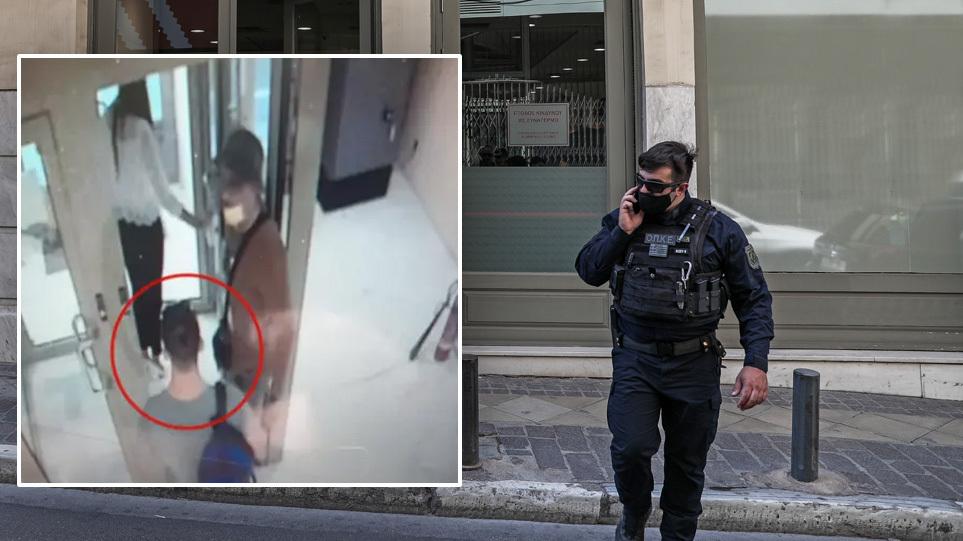 Συνελήφθη ο δράστης με το τατουάζ για την ληστεία στην τράπεζα της οδού Μητροπόλεως. Έφερε βαρύ οπλισμό