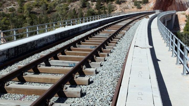Τρένο συγκρούστηκε με φορτηγό στη Θεσσαλονίκη. Ένας τραυματίας