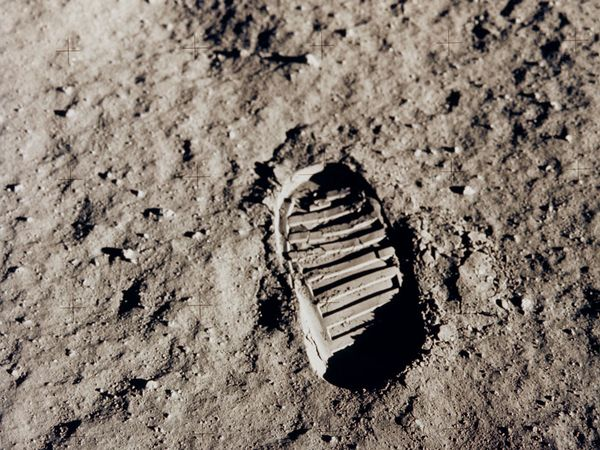 moon-footprint_6426_600x450