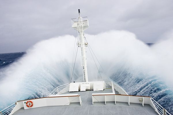 science-extreme-weather-heavy-waves-research-ship_47511_600x450