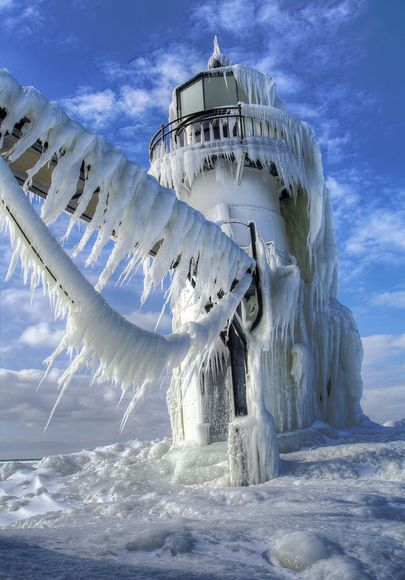 science-extreme-weather-icy-lighthouse_47504_600x450