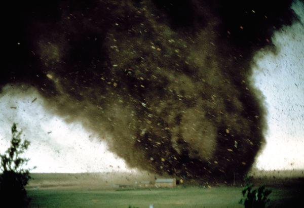 science-extreme-weather-wyoming-tornado_58090_600x450