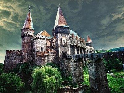 castelul corvinilor jpg