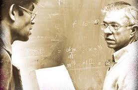 astronomii britanici Fred Hoyle si Chandra Wickramasinghe.