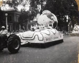 Massey Ferguson Float Photo Credit: Retro Racine 50s & 60s