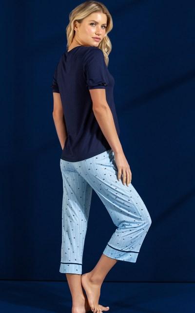 Pijama Blusa Manga Curta com Capri